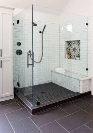 vor und nachher ein altmodisches badezimmer wird zu einem