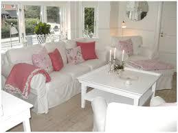canapé shabby chic canapé shabby 25 deco salon blanc romantique d co et meubles