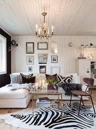 Zebra Print Bedroom Decor by Best 25 Zebra Living Room Ideas On Pinterest Living Room Decor