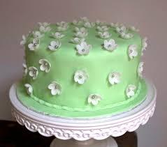 deco gateau en pate a sucre cake design fleurs pate sucre un bon rapport qualité temps gâteau