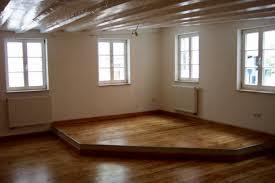podest wohnzimmer tipps wohnzimmermöbel ideen