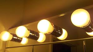 mirror with light bulbs around edge conair