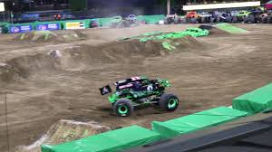 100 Monster Truck San Diego Jam 2018 GRAVE DIGGER Freestyle 12018 YouTube