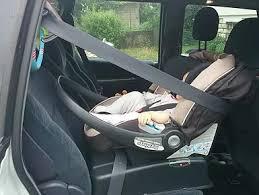 siege bebe devant voiture bien installer siège coque cosy l securange