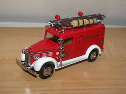 MATCHBOX MODELS OF Yesteryear 1937 GMC Van Fire Rescue Squad Truck ...