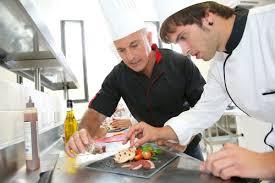 salaire chef cuisine devenir cuisinier salaires formation cap cuisine fiche métier