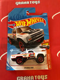 100 Hot Trucks 87 Dodge D100 275 White 2018 Wheels Case M Grana Toys