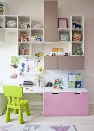 chambre zoe bureau fille stuva de chez ikea avec rangements muraux chambre