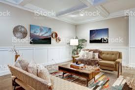 schöne handwerkerstil wohnzimmer mit kassettierten decke stockfoto und mehr bilder architektur