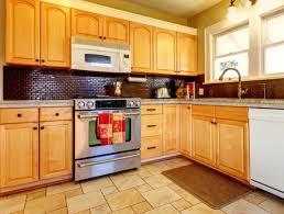 Kitchen Backsplash Ideas With Oak Cabinets by Striking Kitchen Backsplash Ideas U0026 Pictures