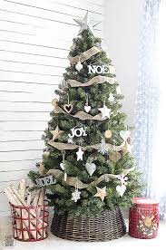 Simple Yet Classic Rustic Christmas Tree Livelaughrowe