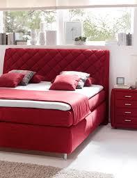ein echter hingucker boxspringbett in knalligem rot bett