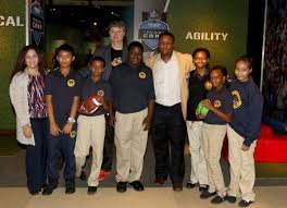 Liberty Science Center Barry Sanders visits LSC for Gridiron Glory