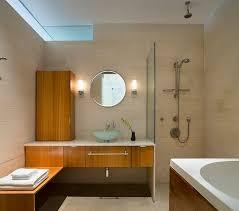 eine moderne türlose duschkabine im badezimmer kleines