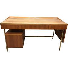 le bureau laiton bureau vintage en palissandre et laiton 1950 design market