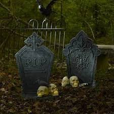 Halloween Cemetery Fence Ideas by 179 Best Halloween Cemetery Diy Images On Pinterest Costumes