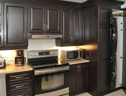 couleur armoire cuisine cuisine en bois merisier modèle shaker couleur vénitien armoires