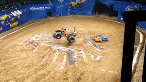 Monster Jam Nashville Tennessee 2016 Scooby Doo - YouTube