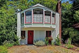 100 Three Story Houses Be Completely Different In A 398K Stucco Carriage House Curbed
