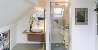 salle de bain sous toit amenager salle de bain sous pente