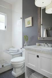 kleines badezimmer clevere tricks die das bad größer