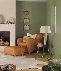 grun wandfarbe ideen olivgruen wohnzimmer ledersessel braun