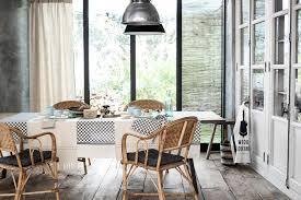 esszimmer mit rattanstühlen stuhl esstisch wandsc