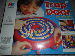 CLOSE LOOK AT MB GAMES TRAP DOOR VINTAGE BOARD GAME INSTRUCTIONS INSIDE THE LID