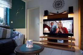 neuer smart fernseher im wohnzimmer