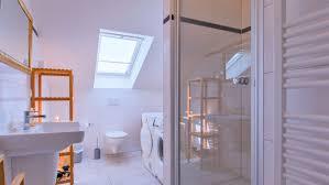 dachgeschosswohnung badezimmer 1 ferienwohnung glowe rü