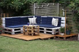 fabriquer canapé d angle en palette 18 salons de jardin que vous pouvez fabriquer avec des palettes en