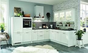 weiße landhaus l küche gemütliche l küche mit weißen fronten im landhausstil