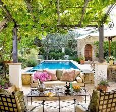 terrasse mit mediterranem look gestalten weinlaube und
