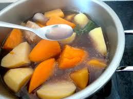 pot au feu autocuiseur pot au feu alcalin à base de tofu fumé et de légumes anciens