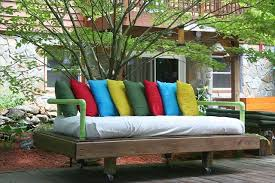 DIY Tutorial How to Build a Pallet Daybed
