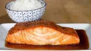 cuisiner filet de saumon saumon laqué recette de saumon laqué au miel et sauce soja