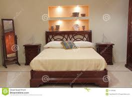 chambre a coucher en bois chambre à coucher classique avec les meubles en bois élégants photo