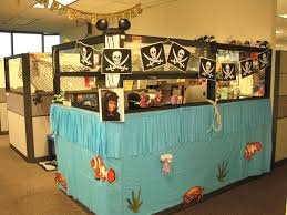 Cubicle Decoration Ideas For Christmas by Office Bay Decoration Themes For Christmas Cubicle Decorating