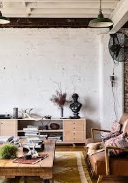 wohnzimmer mit vintagemöbeln im loft mit bild kaufen
