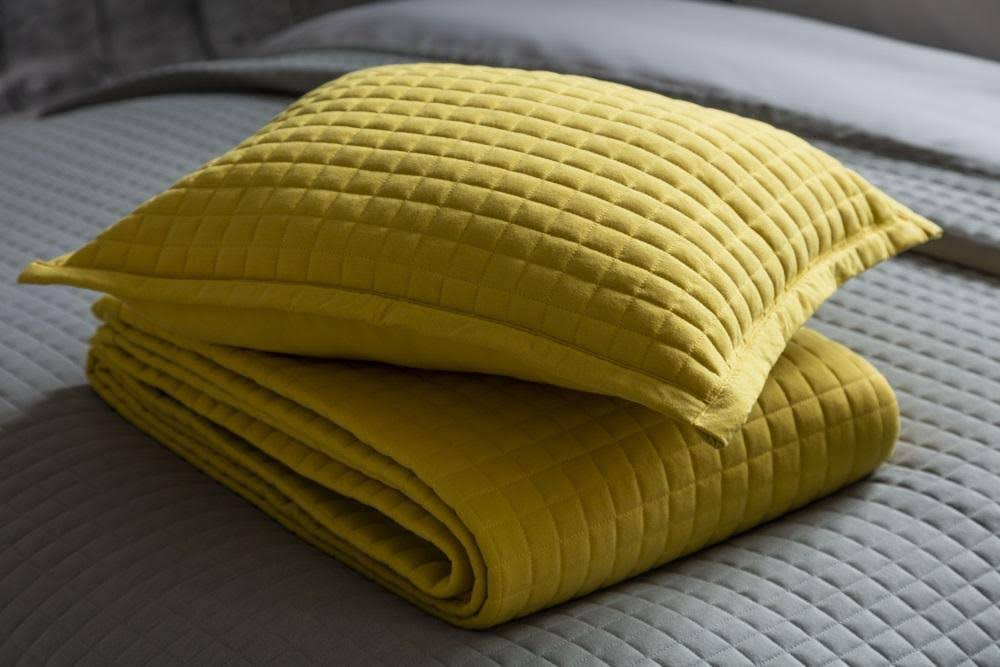 Belledorm Crompton Quilted Throw 150x200cm - Saffron