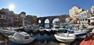 le petit port marseille bon dimanche depuis le petit port de ville de marseille