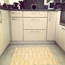 grand tapis cuisine chez moi mon tapis de cuisine ladecodekatia