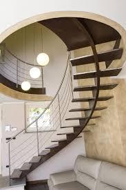 offene treppe mit stufen aus gebürstetem stahl idfdesign