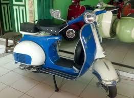 Vespa 150cc VBB Colors White And Blue Side View