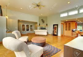 fantastische moderne wohnzimmer home interior riesige grüne helle zimmer mit modernen möbeln