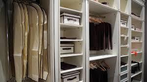 ordnung im kleiderschrank richtig einräumen ist das halbe