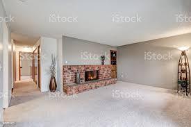 leeren wohnzimmer funktionen graue wände stockfoto und mehr bilder decke gebäudeteil