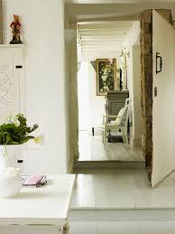 blick aus einer hellen wohnküche durch bild kaufen