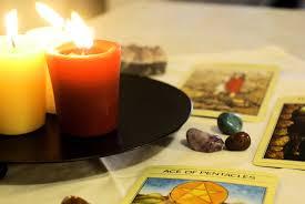 bougie allumée carte du tarot voyante voyance médium paranormal