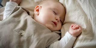 a quel age bébé dort dans sa chambre un sommeil paisible et sans pleurs d elizabeth pantley